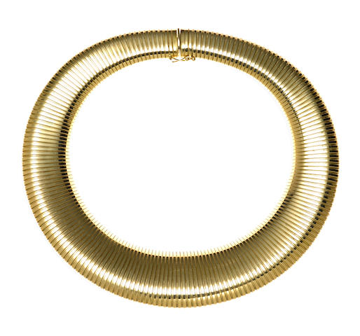 A fourteen karat gold wide tubogas necklace