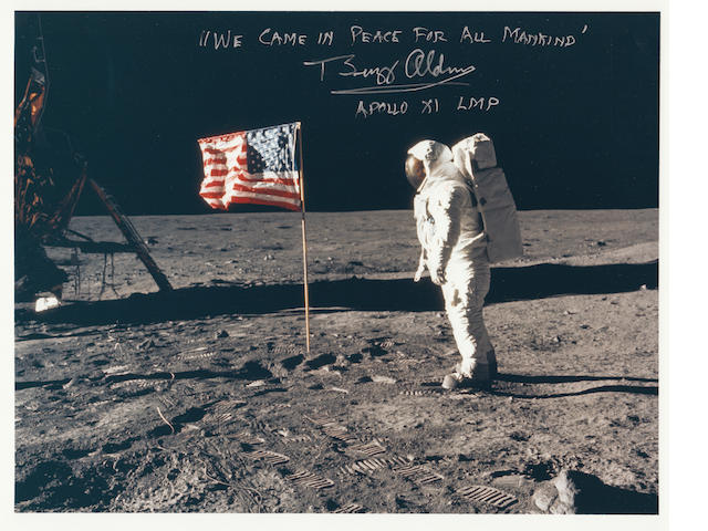 ALDRIN AND OLD GLORY—MISSION PLAQUE INSCRIPTION. Color photograph, 8 x 10 inches.