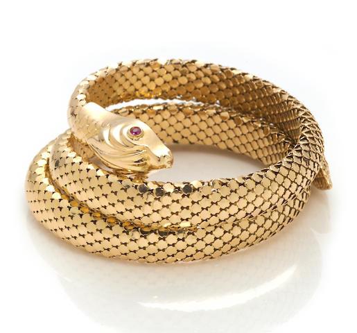 An eighteen karat gold snake motif flexible bangle bracelet