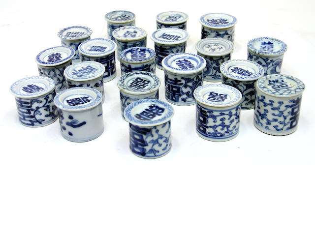 Twenty Chinese blue and white porcelain covered cylindrical jars 19th century