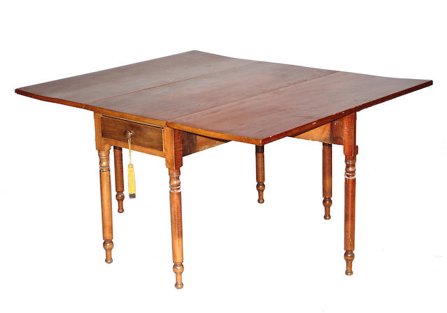 An American Federal drop-leaf table first quarter 19th century