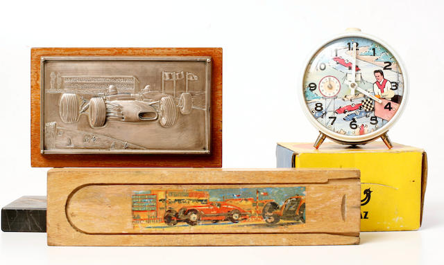 A mixed grouping of collectible Grand Prix Automobilia,