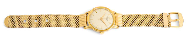 Patek Philippe. A fine 18K gold center seconds wristwatch with braceletRef:2481, Case No.2607779, Movement No.707651, circa 1959