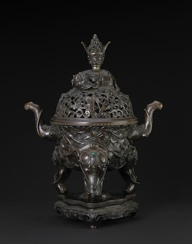 A large cast bronze tripod censer and coer 18th century (finial seperated)