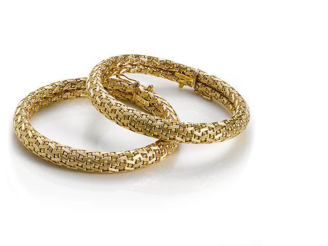A pair of eighteen karat gold woven motif flexible bangle bracelets