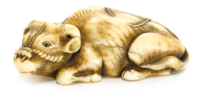 An ivory netsuke of a recumbent ox Kyoto, Edo period, (18th/19th century)