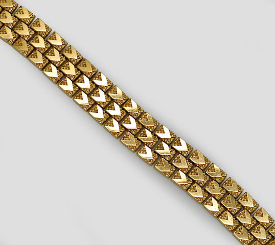 An 18k gold fancy link bracelet
