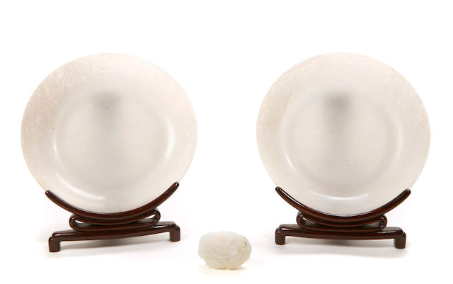 A pair of jadite small dishes and a jade carving of a goose