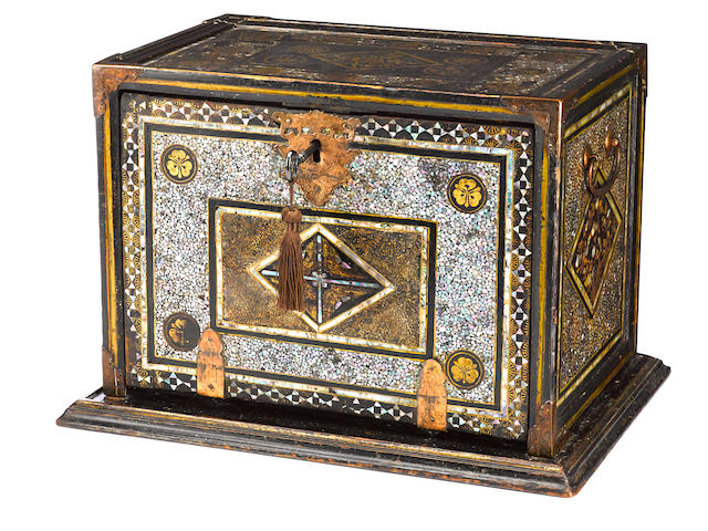 Momoyama namban chest with key