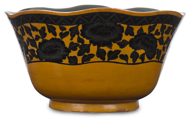 An unusual lacquer bowl Meiji/Taisho period (early 20th century)