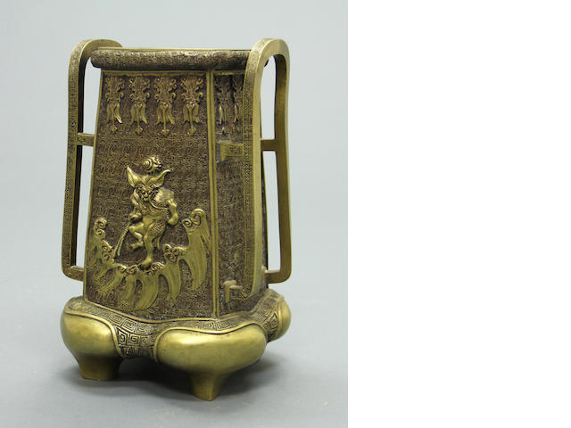 A bronze vase Meiji period (late 19th century)