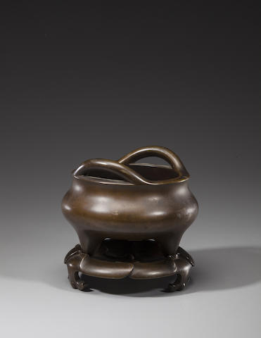 A cast bronze tripod censer and stand Xuande mark, 18th/19th century