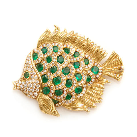 An emerald, diamond and 18k gold fish brooch-pendant,