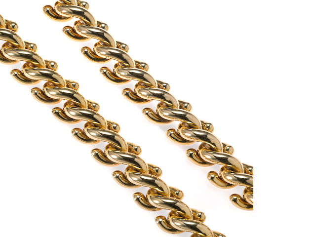 "An eighteen karat gold fancy ""s"" link necklace"