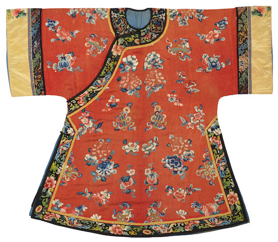 A Chinese woman's embroidered red silk side-opening informal coat, ao Late Qing dynasty
