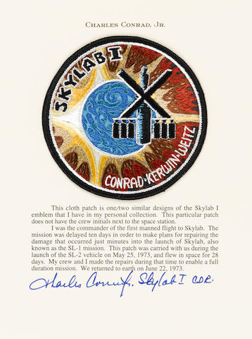 28 DAYS IN ORBIT – CHARLES CONRAD'S SKYLAB I MISSION EMBLEM.  CONRAD'S LETTER PROVIDES DETAILS ON A RECORD BREAKING FLIGHT.