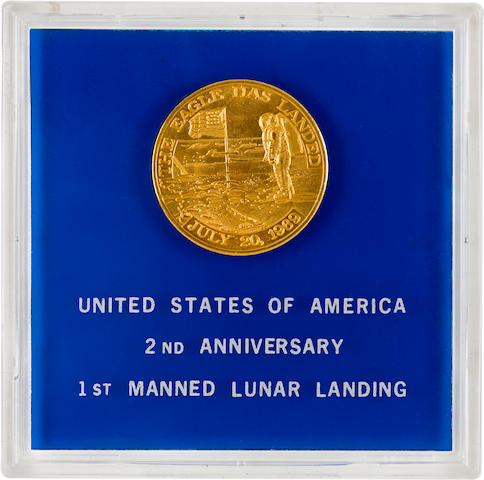 FLOWN APOLLO 11 GOLD PLATED MANNED FLIGHT AWARENESS MEDALLION. VERY RARE GOLD PLATED VIP EDITION.  Apollo 11 Manned Flight Awareness (MFA) Medallion, 1½ inches in diameter, metal plated in gold.