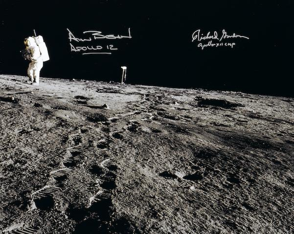 ALAN BEAN ON LUNAR SURFACE.