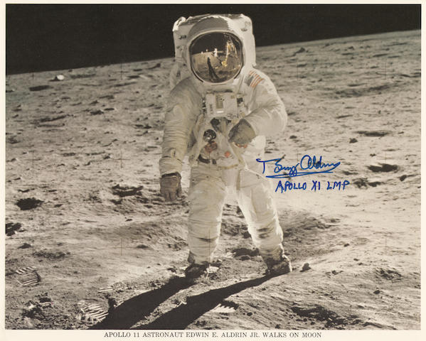 ALDRIN POSES FOR NEIL ARMSTRONG.