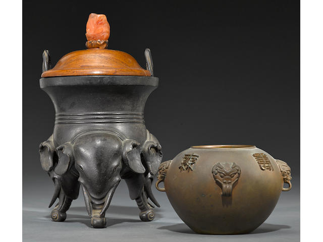 Two cast bronze vessels  Xuande marks, 18th/19th century
