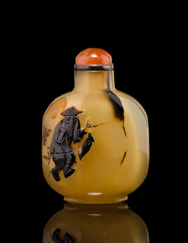 A carved agate snuff bottle    1740-1840