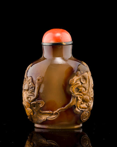 A fine jasper snuff bottle with lions 1760-1820