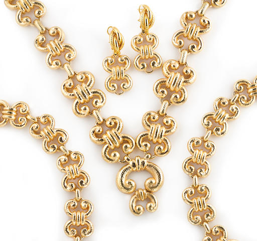 A suite of 18k gold jewelry
