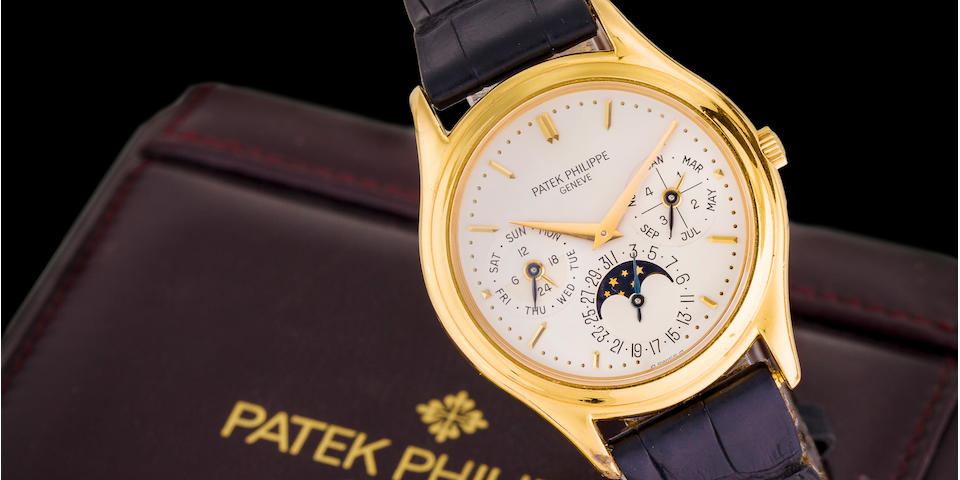 Patek Philippe. A fine 18K gold automatic perpetual calendar wristwatch with moon phasesRef:3940, Second Series, Movement No. 772903, Case No. 2905291, Manufactured in 1991