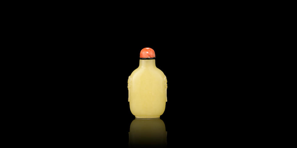 A yellow jade snuff bottle  1750-1820