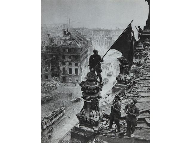 YEVGENI KHALDEI (Russian, 1917-1997) 16.75 x 22.5 in (42.6 x 57.5 cm)