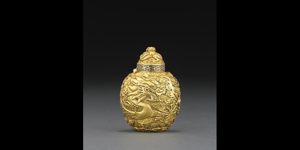 An unusual high karat gold 'dragon' snuff bottle  Qianlong mark