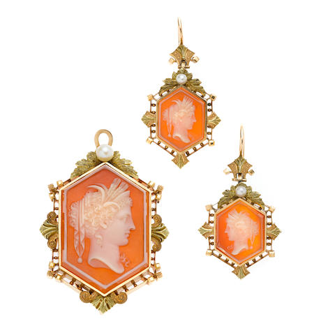 A hardstone and cultured pearl cameo set,'