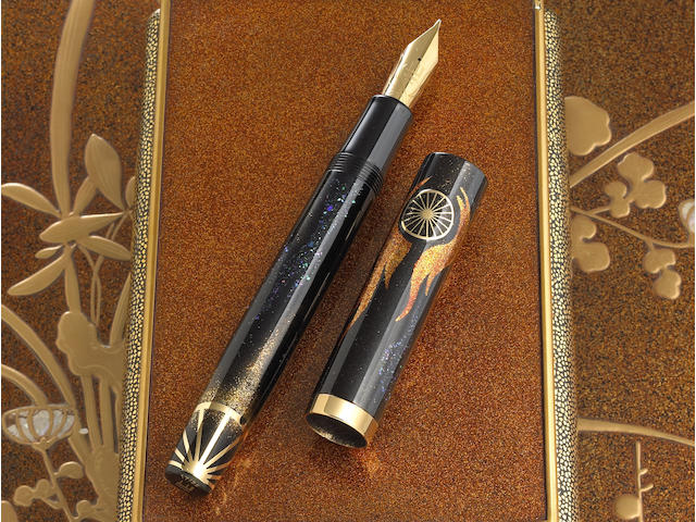DUNHILL-NAMIKI: Motorities Gold Dust, Solid Gold Inlay and Mother-of-Pearl Emperor Maki-e Limited Edition 25 Fountain Pen