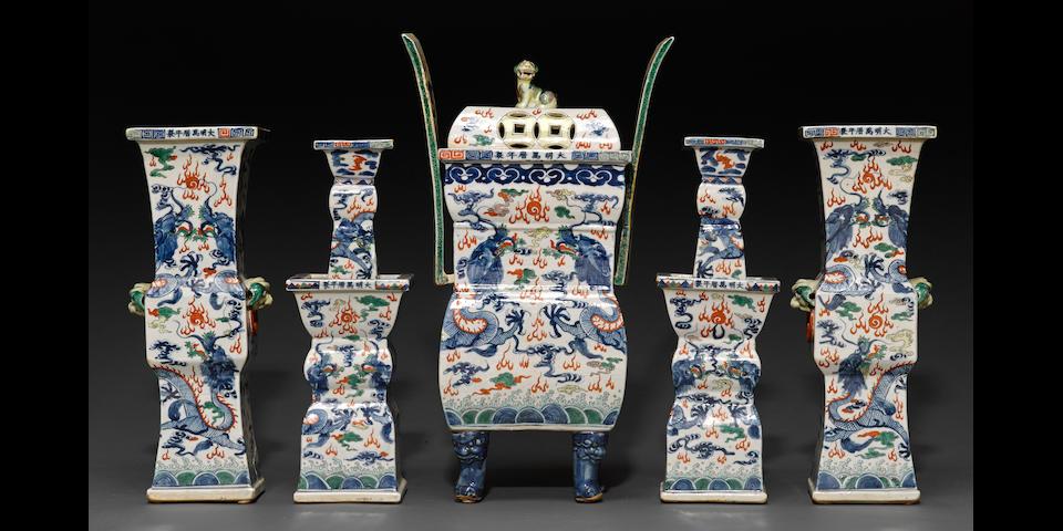 A five-piece Wucai porcelain garniture set Wanli marks, Late Qing/Republic period
