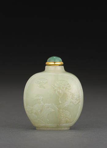 A carved nephrite jade snuff bottle