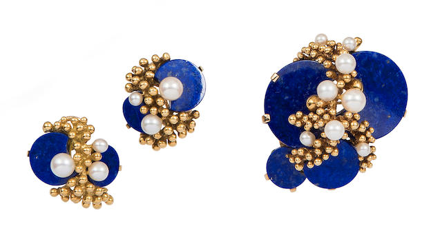 A lapis lazuli, cultured pearl and 18k gold brooch and ear clip set, Grosse,