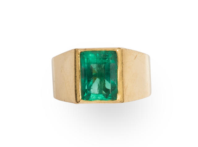 A emerald and 18k gold ring