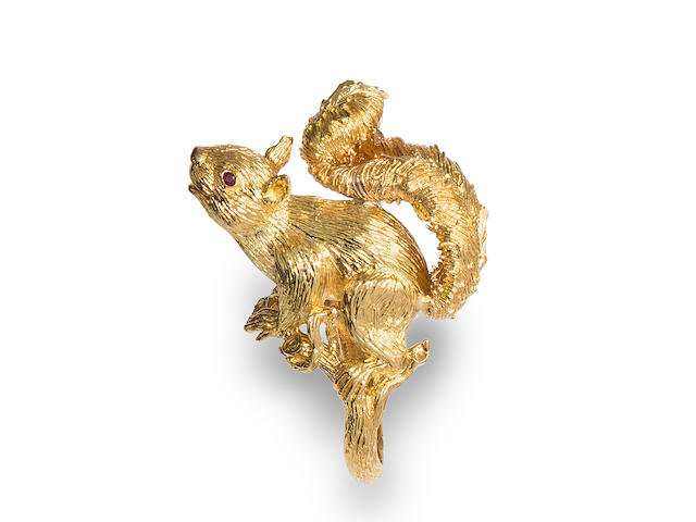 An 18k gold and ruby squirrel ring, Kurt Wayne,