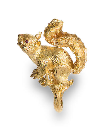 An 18k gold and ruby squirrel ring, Kurt Wayne,