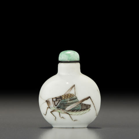 An enameled porcelain 'cricket' snuff bottle Jingdezhen kilns, Hongwu nian zhi mark, 1821-1850