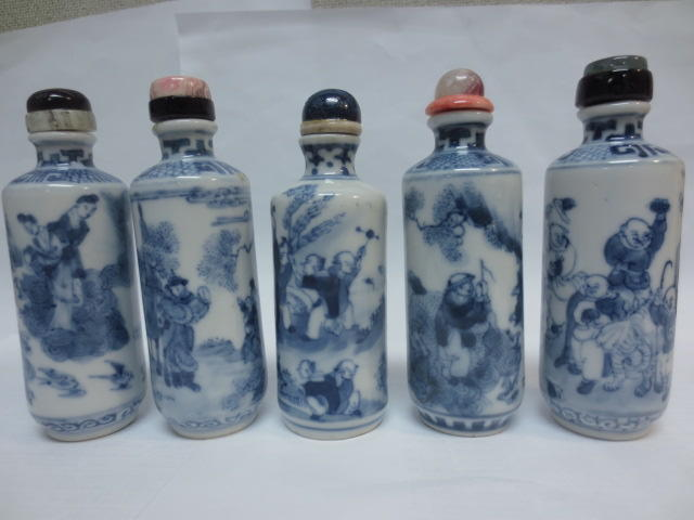 Ten cylindrical form blue and white porcelain snuff bottles Jingdezhen kilns, 19th century