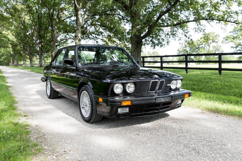 <B>1988 BMW M5 SEDAN</b>