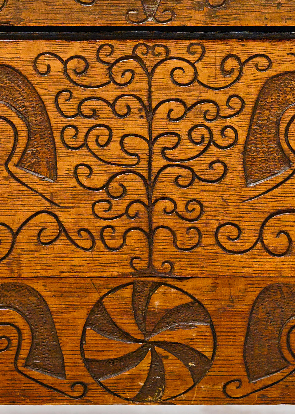 """The extraordinary Hovey-Wadsworth Family joined oak and pine """"Hadley"""" chest with single drawer Massachusetts early 18th century"""