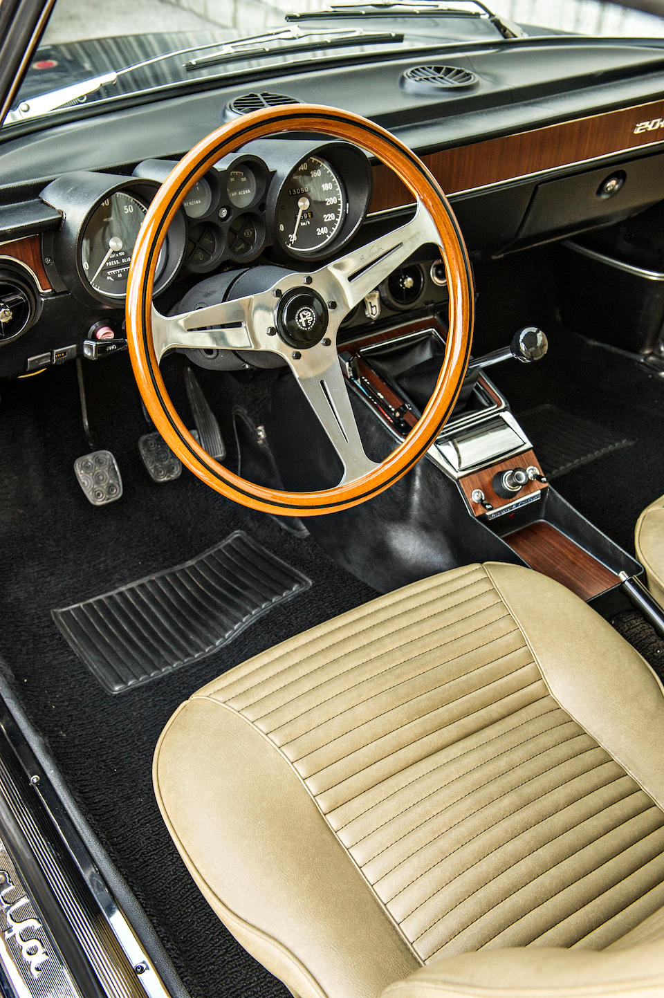 Beautifully presented,1975 ALFA ROMEO 2000 GT VELOCEDesign by Bertone  Chassis no. AR3026745