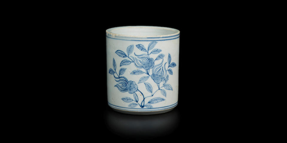 A blue and white decorated porcelain brush holder Joseon Dynasty (1392-1897), 19th century