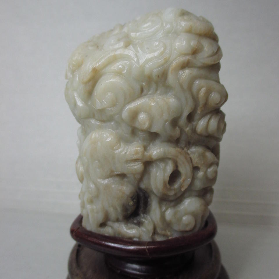 A mottled jade finial Qing dynasty