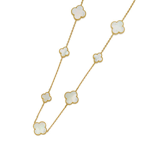 A mother-of-pearl and 18K gold necklace