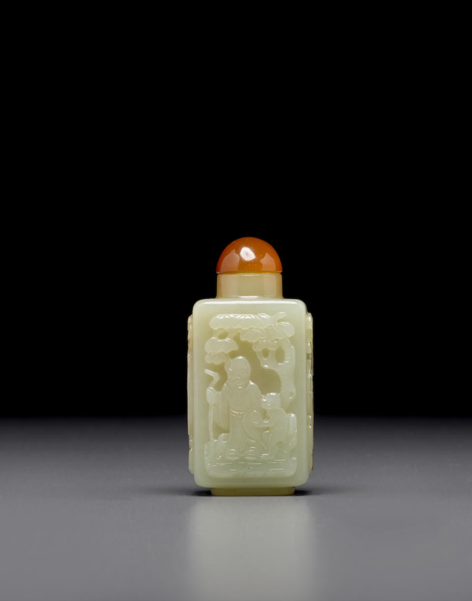 A yellow and russet jade snuff bottle 1820-1880