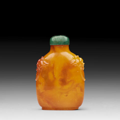 AN AMBER SNUFF BOTTLE 18th/19th century