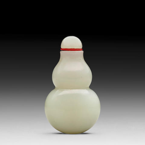 A WHITE JADE DOUBLE GOURD SNUFF BOTTLE 18th/19th century